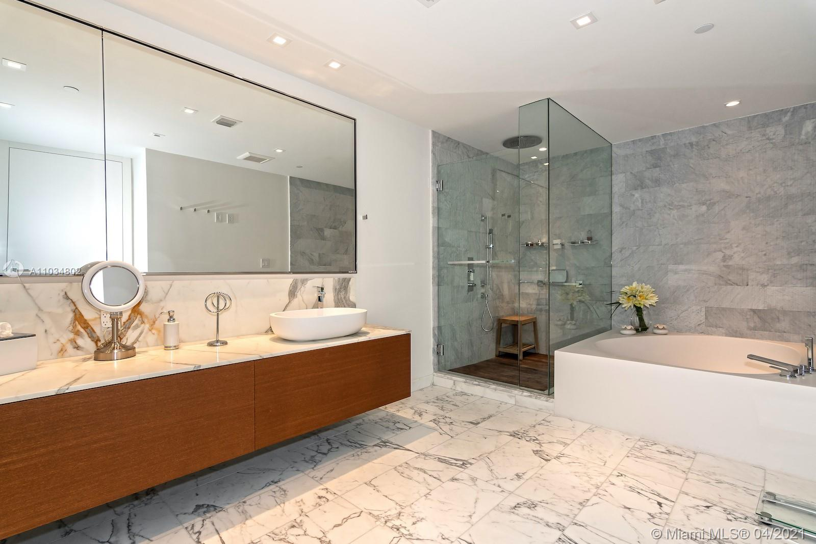 10201 Collins ave-1803 bal-harbour-fl-33154-a11034802-Pic01