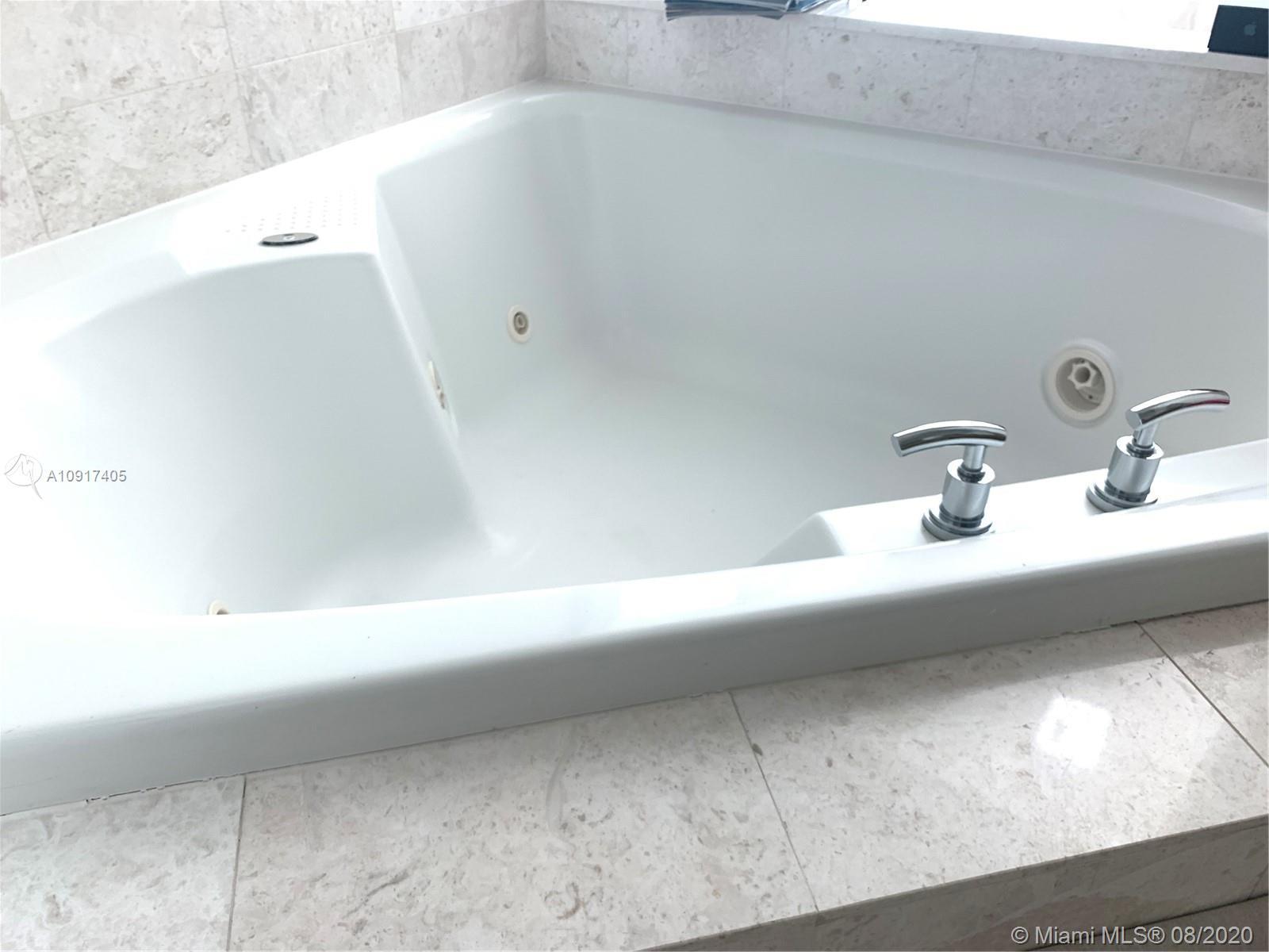 900 Brickell key blvd-2404 miami-fl-33131-a10917405-Pic01