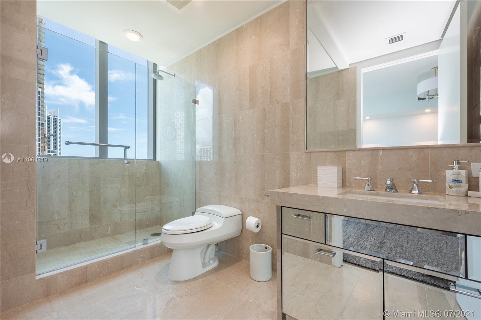 17475 Collins ave-701 sunny-isles-beach-fl-33160-a11064819-Pic01