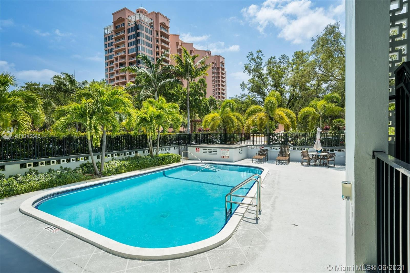 35 Edgewater dr-204 coral-gables-fl-33133-a11045546-Pic01