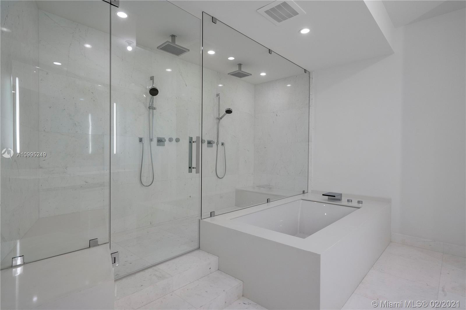 18555 Collins ave-2605 sunny-isles-beach-fl-33160-a10995249-Pic01