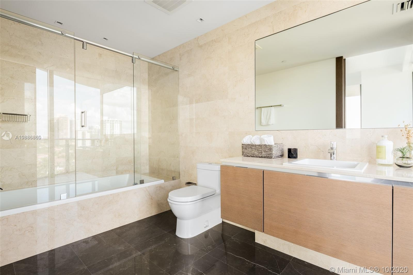 19575 Collins ave-9 sunny-isles-beach-fl-33160-a10886860-Pic01