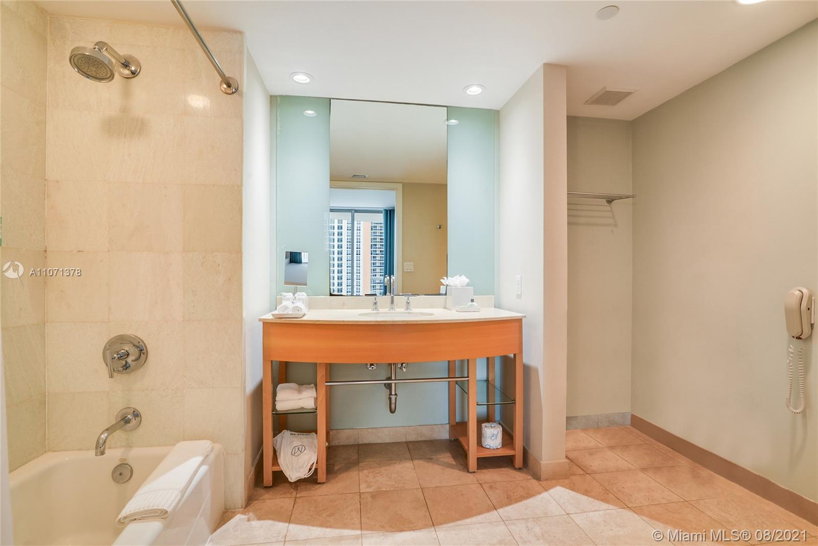 18683 Collins ave-1102 sunny-isles-beach-fl-33160-a11071378-Pic01