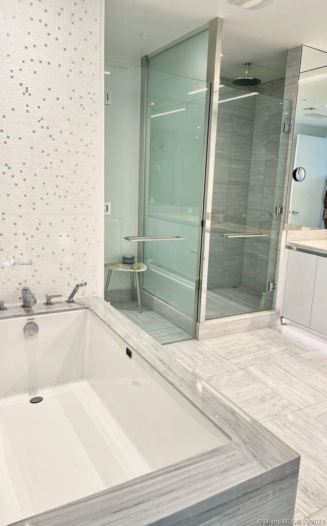 16901 Collins ave-1903 sunny-isles-beach-fl-33160-a11094996-Pic01